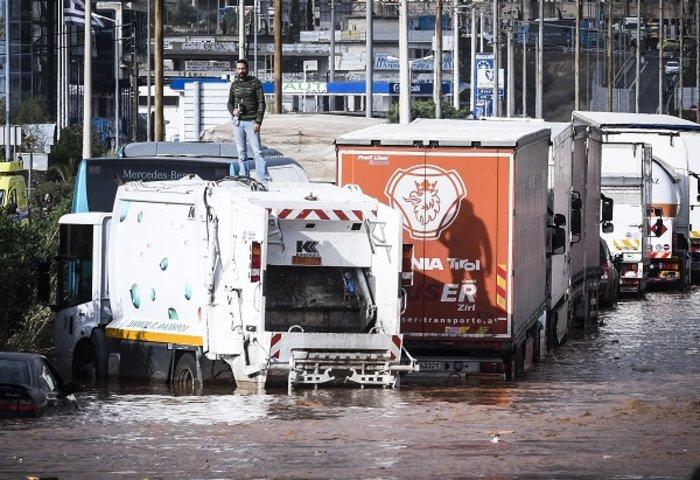 Επτά οι νεκροί στη Μάνδρα - Συνεχίζονται οι απεγκλωβισμοί - εικόνα 9