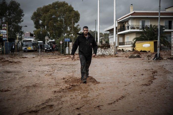 Επτά οι νεκροί στη Μάνδρα - Συνεχίζονται οι απεγκλωβισμοί - εικόνα 19