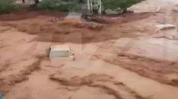 Χείμαρρος παρασύρει αυτοκίνητο στη Νέα Πέραμο - απίστευτες εικόνες