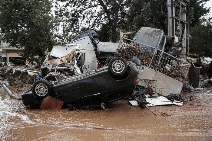 Επτά οι νεκροί στη Μάνδρα - Συνεχίζονται οι απεγκλωβισμοί - εικόνα 3