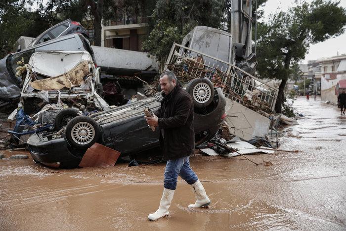 Επτά οι νεκροί στη Μάνδρα - Συνεχίζονται οι απεγκλωβισμοί - εικόνα 4