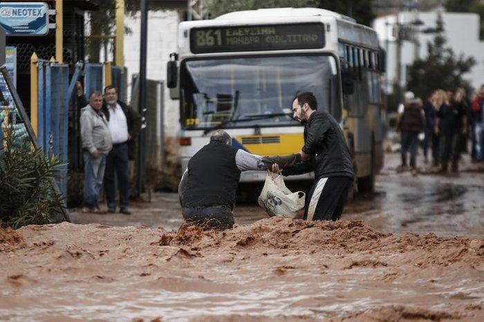 Επτά οι νεκροί στη Μάνδρα - Συνεχίζονται οι απεγκλωβισμοί - εικόνα 13