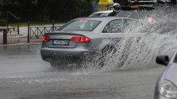 Διακοπή κυκλοφορίας λόγω συσσώρευσης υδάτων στην Πειραιώς