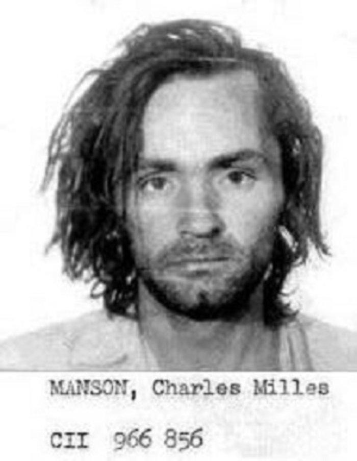 Το καλοκαίρι του '69, ο Μάνσον εμφανίζεται ως «προφήτης», ο οποίος εκφράζει μια παράξενη καταστροφολογική, ψευτο-επαναστατική θεωρία, σύμφωνα με την οποία οι μαύροι θα εξεγείρονταν και θα ξεσπούσε πόλεμος με τους λευκούς και μόνο η «οικογένεια» θα γλίτωνε υπό τη σκέπη του Μάνσον, που ήταν ο πέμπτος άγγελος (οι άλλοι τέσσερις ήταν οι Μπιτλς).