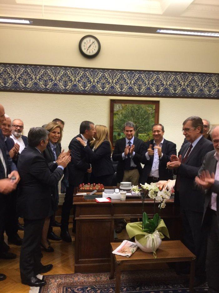 Η έκπληξη στη Βουλή για τα γενέθλια της Φώφης Γεννηματά φωτό