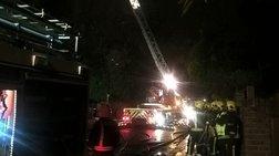 Μεγάλη πυρκαγιά σε συγκρότημα κατοικιών στο Λονδίνο με μία νεκρή