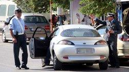 Οδηγός χτύπησε με παγοκόφτη δυο αστυνομικούς στην Γλυφάδα