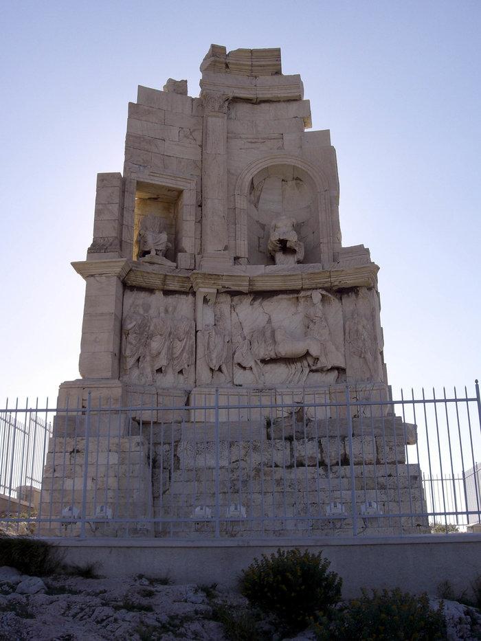 Ταφικό μνημείο Φιλοπάππου Οτι έχει απομείνει