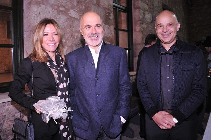 Η Μαριάννα Λάτση με τον Στάθη Λιβαθινό και τον Δημήτρη Αφεντούλη, Γραμματέα του Εκτελεστικού Συμβουλίου του Ιδρύματος Λάτση