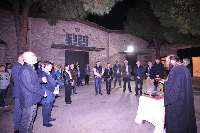 Η στιγμή του αγιασμού στους νέους χώρους της Δραματικής Σχολής του Εθνικού Θεάτρου