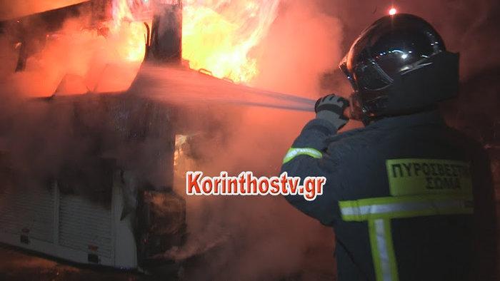 Ισθμός Κορίνθου: Λεωφορείο πήρε φωτιά εν κινήσει -βίντεο