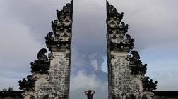 Βρυχάται το ηφαίστειο στο Μπαλί-απομακρύνονται 100.000 άνθρωποι