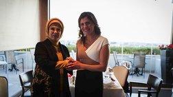 Στη «Μεγάλη Βρετάνια» η Μπέτυ Μπαζιάνα για τσάι με την Εμινέ Ερντογάν