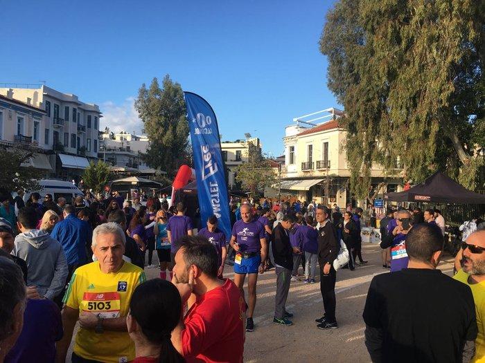 Δεν τρέχει κανείς άλλωστε κάθε μέρα στο ιστορικό κέντρο της Αθήνας