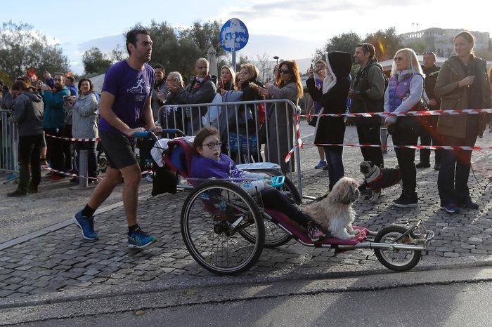 Ο Βασίλης, η Μαριλένα και το σκυλάκι τους, η Μαλού