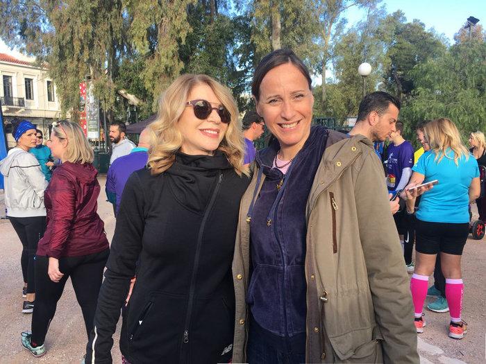 Η Ελλη Στάη μαζί με τη δημοσιογράφο του TOC Κατερίνα Λυμπεροπούλου