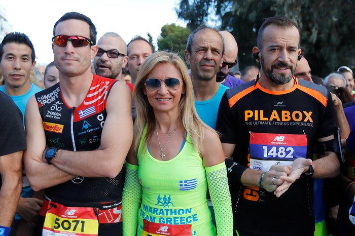 Η Μαρία Πολύζου με αθλητές του αγώνα