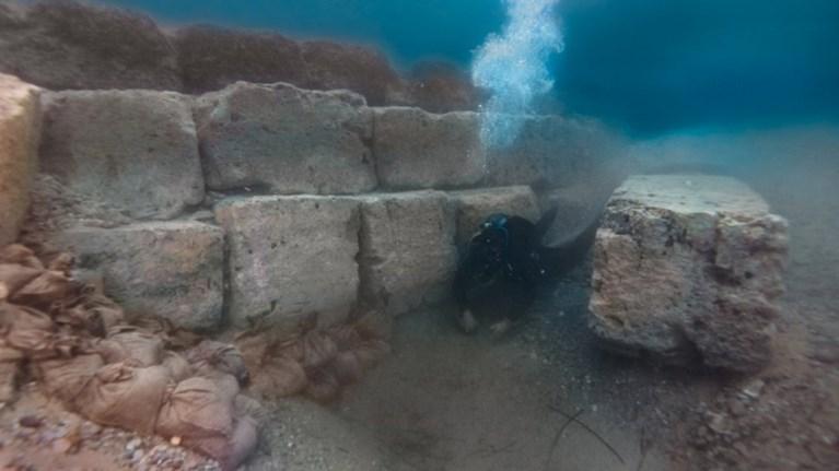 Εντυπωσιακές υποβρύχιες έρευνες στο αρχαίο λιμάνι του Λεχαίου