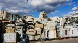 Το 2016 πετάχτηκαν στα σκουπίδια, 44,7 εκατ. τόνοι  e-απόβλητα