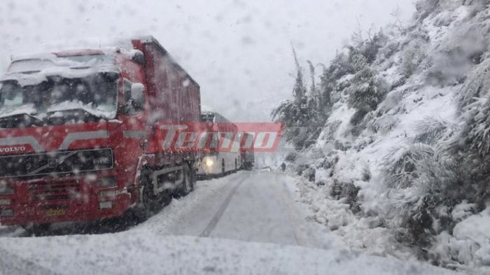 upl5a3d07b725b51 - Μεγάλα προβλήματα υπάρχουν τις τελευταίες ώρες στα εθνικά οδικά δίκτυα λόγω της σφοδρής χιονόπτωσης.