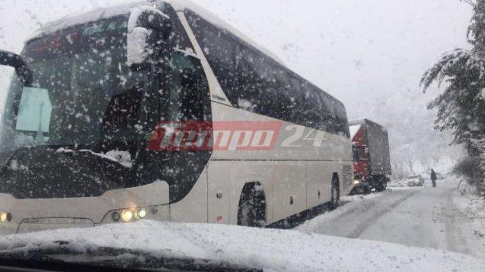 upl5a3d07d2c79f6 - Μεγάλα προβλήματα υπάρχουν τις τελευταίες ώρες στα εθνικά οδικά δίκτυα λόγω της σφοδρής χιονόπτωσης.