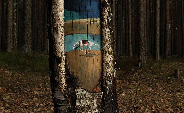 Έργα τέχνης μέσα στο δάσος και σε κορμούς δέντρων - εικόνα 2