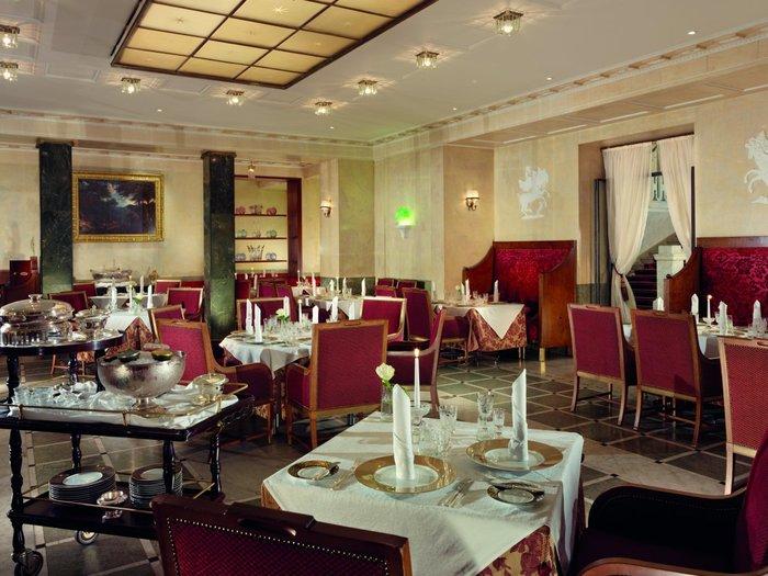 Το μπαρ του Grand Hotel Europe στην Αγία Πετρούπολη