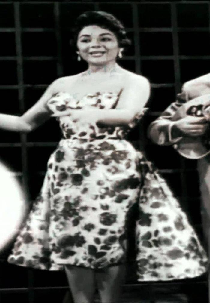 Η Μαίρη Λίντα με δημιουργία Κ. Μαυρόπουλος