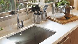 Το κόλπο για να καθαρίσετε τον νεροχύτη της κουζίνας με φυσικό τρόπο