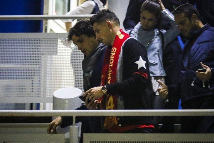 «Θρυλική» υποδοχή Μιραλάς στο αεροδρόμιο [φωτογραφίες] - εικόνα 9