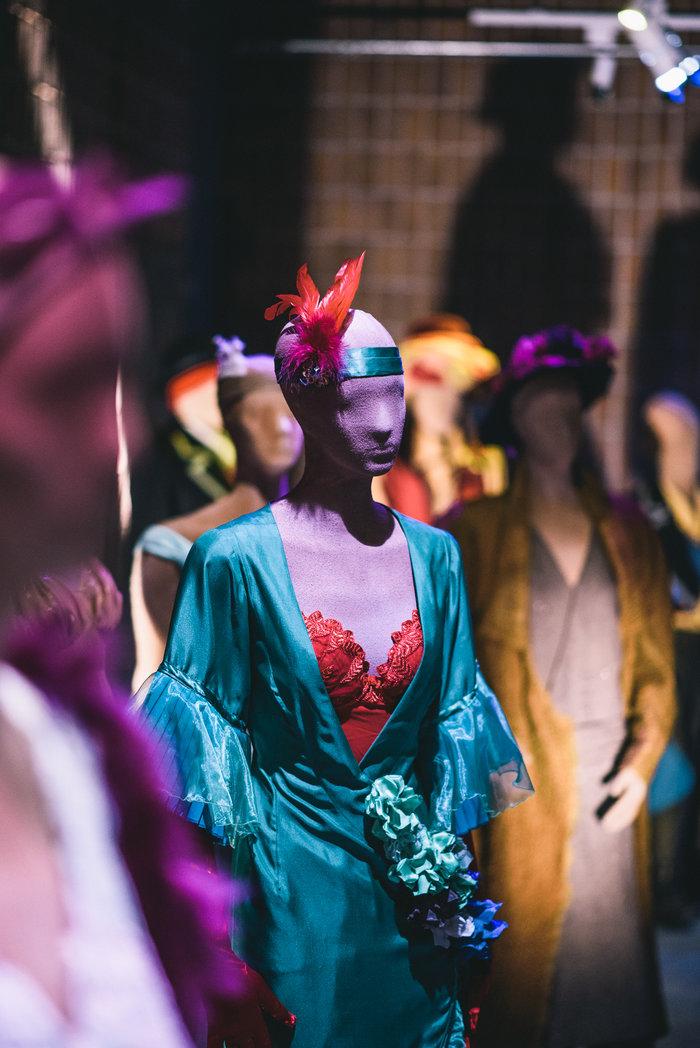 Κοστούμια από την οπερέτα Χριστίνα σε σκηνοθεσία Γιώργου Ρεμούνδου στην Εθνική Λυρική Σκηνή 2005-6 (φωτογραφία Χρήστος Τόλης )
