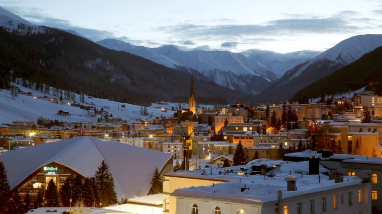 Μαγευτικές φωτογραφίες από το χιονισμένο Νταβός