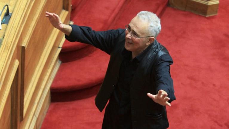 o-zouraris-kolakeuei-ton-tsipra-einai-enas-nearos-sofos