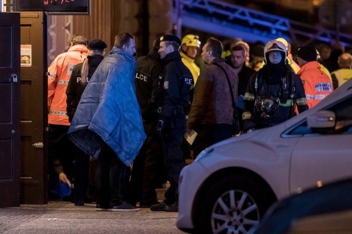Δύο νεκροί από μεγάλη πυρκαγιά σε ξενοδοχείο στην Πράγα (βιντεο)