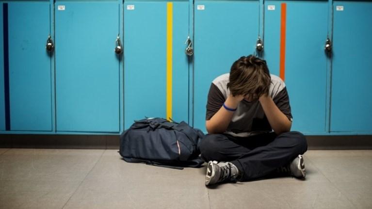 agrio-bullying-stin-kozani---mathitis-paraligo-na-xasei-to-mati-tou