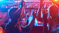 Ο δήμος Αθηναίων αλλάζει το ωράριο μουσικής στα μπαρ στο Κολωνάκι