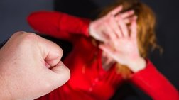Το βίντεο της ντροπής: Ξενοδόχος επιτέθηκε σε καθηγήτρια στην Κρήτη