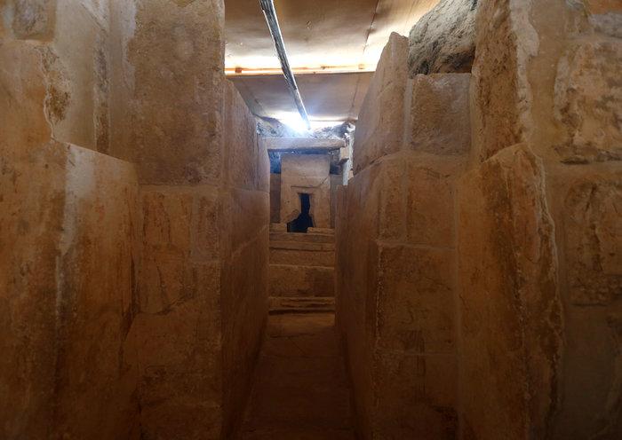 Γενική άποψη του εσωτερικού του τάφου