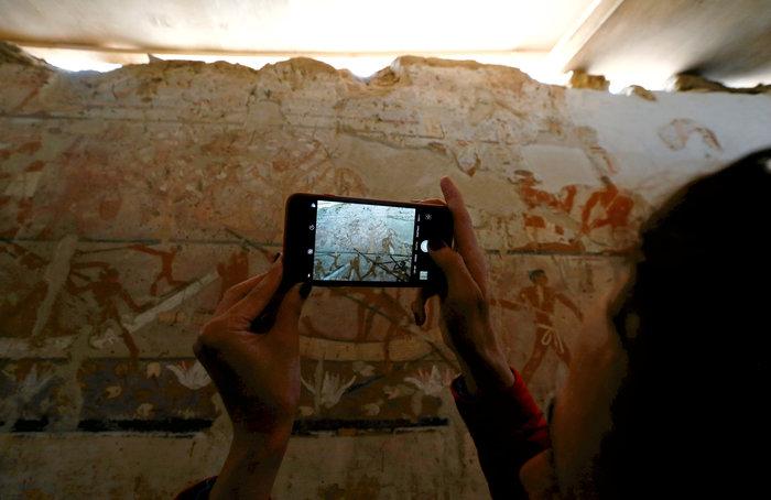 Αποψη των τοιχογραφιών που ηλικίας 4.400 ετών τάφου είναι σε πολύ καλή κατάσταση