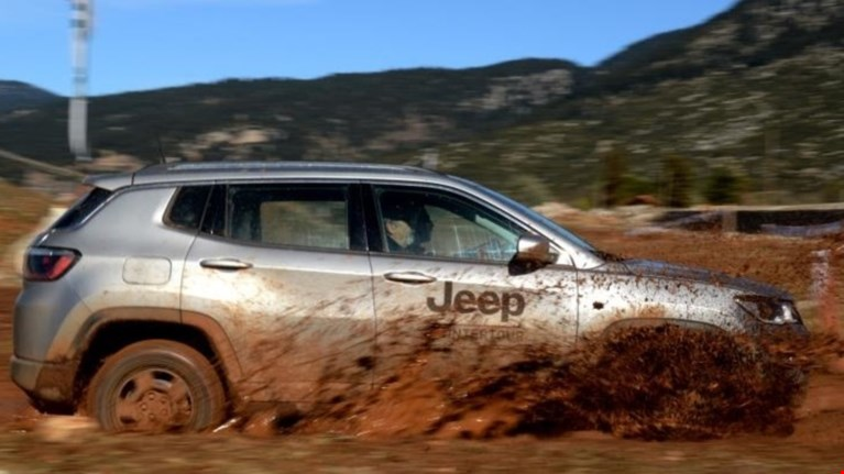 jeep-winter-tour-to-jeep-camp-ston-parnasso-upodexetai-to-jeep-compass