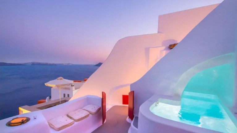 Το πιο περιζήτητο Airbnb του κόσμου βρίσκεται στη Σαντορίνη