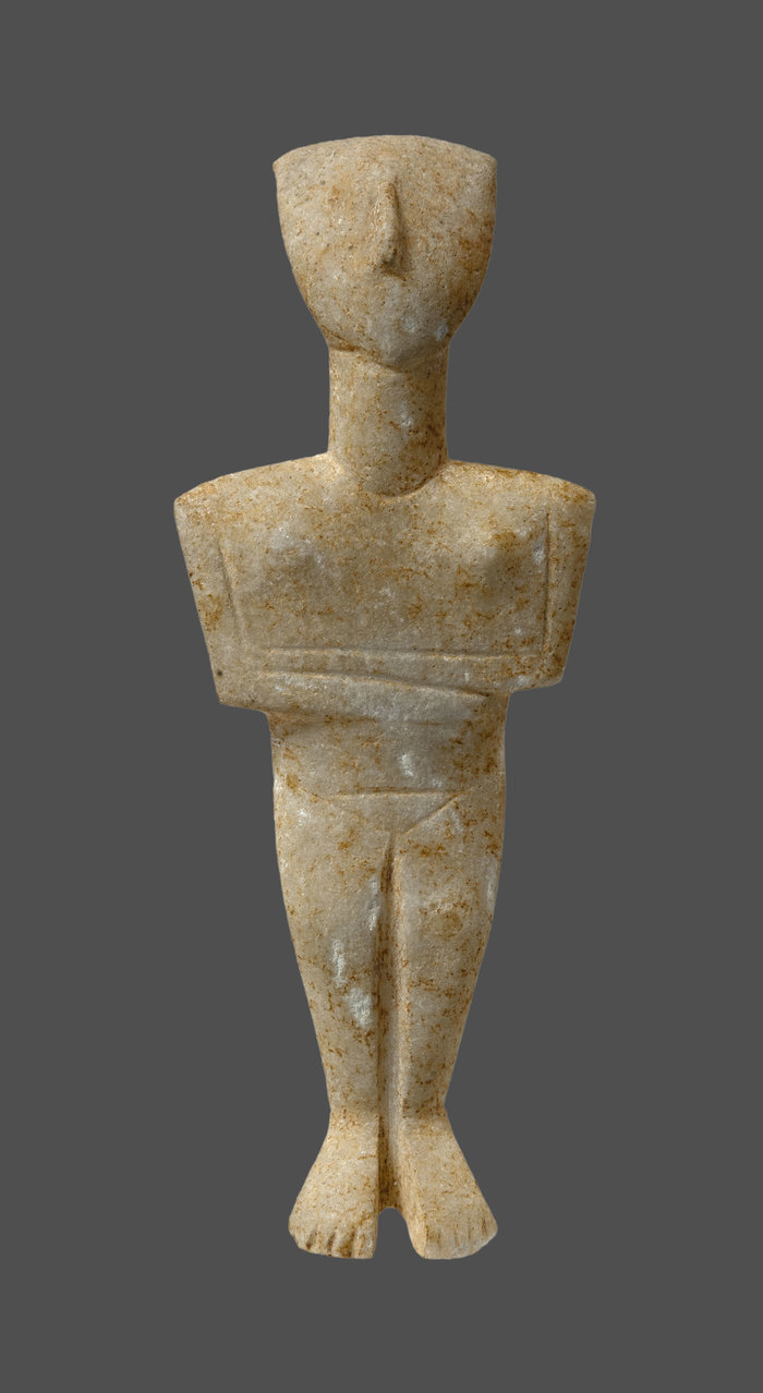 Μαρμάρινο κυκλαδικό ειδώλιο γυναικείας μορφής παραλλαγής Σπεδού (2880-2300 π.Χ.) © ΕΑΜ, Σ. Μαυρομμάτης