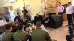 Στη Σκύρο Τσίπρας - Καμμένος με τους πιλότους των μαχητικών
