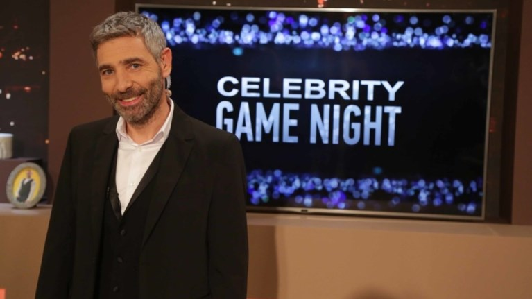 tiletheasi-pws-ta-pige-o-atheridis-stin-premiera-tou-celebrity-game-night