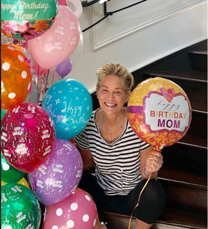 Η για πάντα νέα Σάρον Στόουν γιόρτασε τα 60ά της γενέθλια με σούπερ μίνι - εικόνα 2