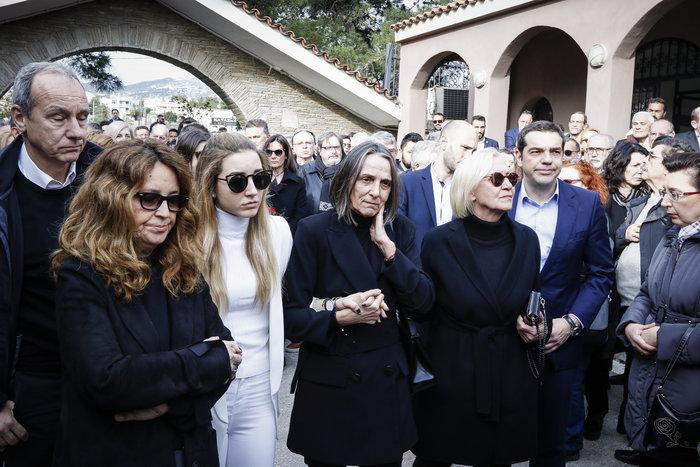 Βαθιά συγκίνηση στην κηδεία του Βασίλη Μουλόπουλου - εικόνα 2