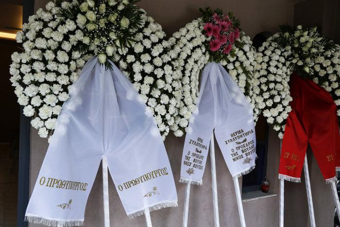 Βαθιά συγκίνηση στην κηδεία του Βασίλη Μουλόπουλου - εικόνα 7