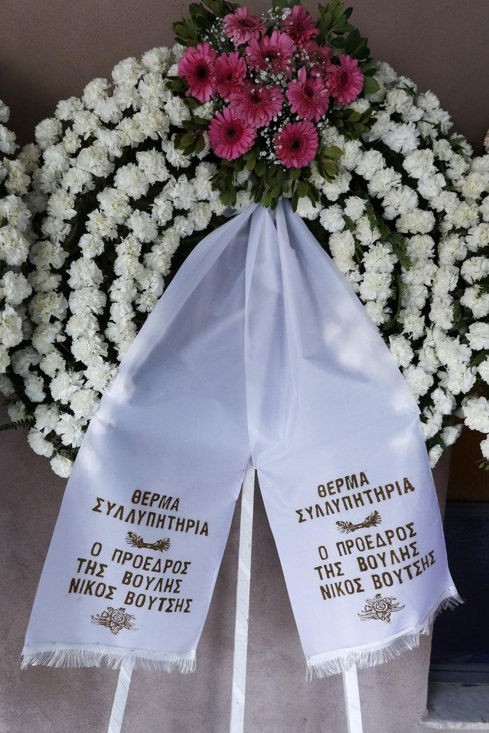 Βαθιά συγκίνηση στην κηδεία του Βασίλη Μουλόπουλου - εικόνα 6