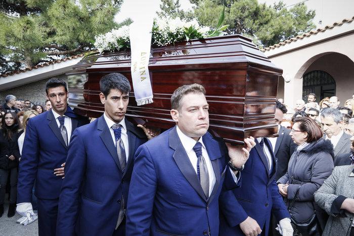 Βαθιά συγκίνηση στην κηδεία του Βασίλη Μουλόπουλου - εικόνα 4