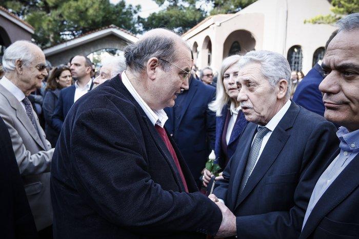 Βαθιά συγκίνηση στην κηδεία του Βασίλη Μουλόπουλου - εικόνα 3